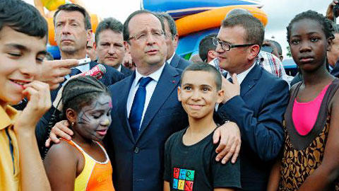HOLLANDE EN BANLIEUE
