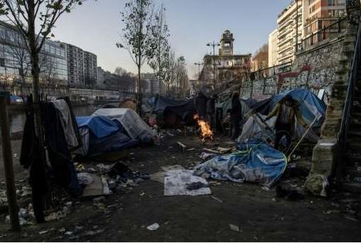 Camp-de-migrants-canal-Saint-Martin..png